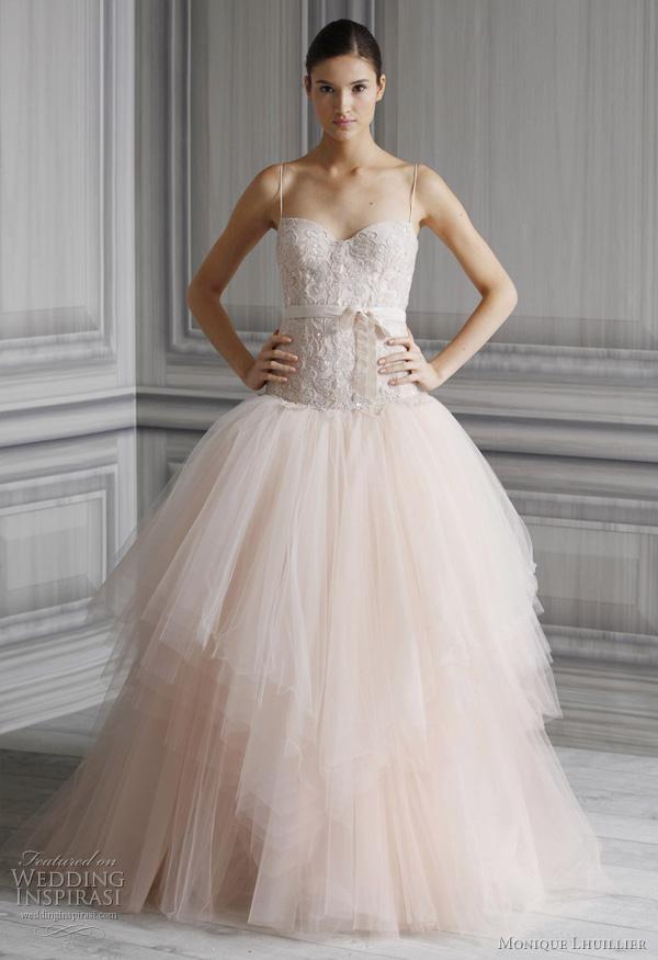 """Wedding gown by <a href=""""http://www.moniquelhuillier.com/""""> Monique Lhuillier</a>"""