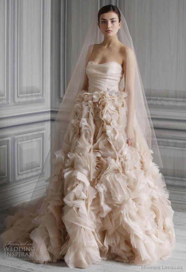 "Wedding gown by <a href=""http://www.moniquelhuillier.com/shop/wedding""> Monique Lhuillier</a>"