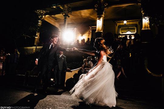 Jenna Grinberg's beautiful tulle wedding dress dancing