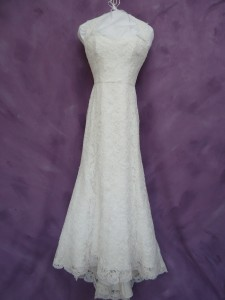 mud on a wedding garment When a dry cleaning service is not available for you, cleaning a formal dress can be difficult this guide is about cleaning a wedding dress.