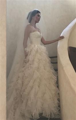 Lauren McTaggart's Something Borrowed is stunning Oscar de la Renta wedding dress