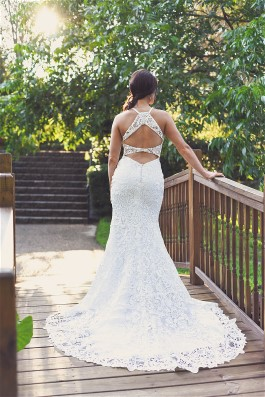 Jessica's wedding dress is perfect to show off her lovely figure.