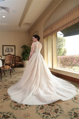Ilyse looks stunning in Justin Alexander wedding dress. Wedding dress preservation will keep her gown beautiful for years.