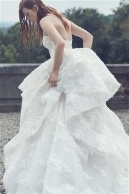 Monique Lhuilier 2019 wedding gowns